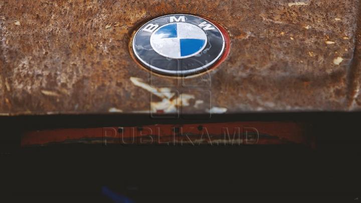 RÂZI CU LACRIMI! Cum încearcă un tânăr să-şi vândă BMW-ul pe un site de anunţuri