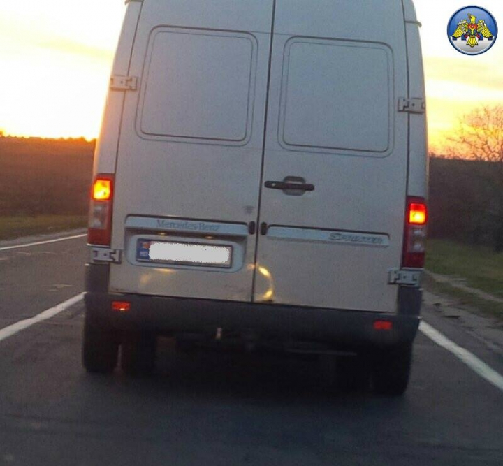 Și-a ticsit mașina și-a plecat la drum! Un bărbat, reținut pentru contrabandă de proporții (FOTO)