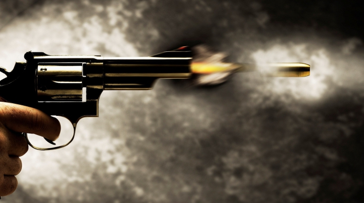 TRAGEDIE! Un copil de doi ani şi-a împuşcat mortal mama. DETALII despre întâmplarea nefastă