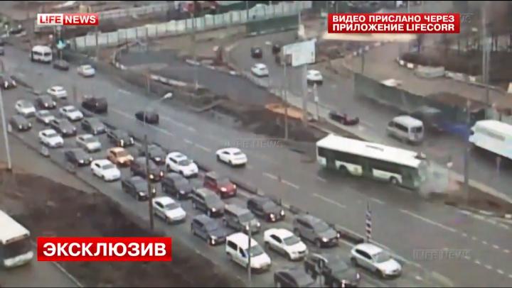 Accident ÎNFIORĂTOR la Moscova! Şoferul unui autobuz A FĂCUT PRĂPĂD pe stradă (VIDEO)
