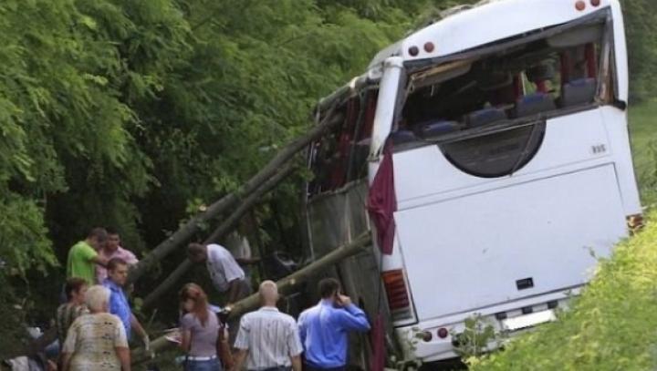 ACCIDENT GRAV: 25 de oameni au murit, după ce un autocar s-a prăbuşit într-o prăpastie
