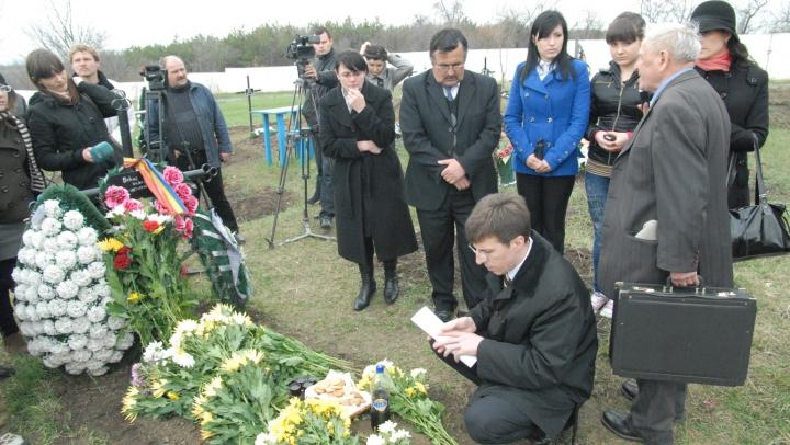 Comemorarea lui Valeriu Boboc, bărbatul ucis de poliţişti în tulburările din aprilie 2009