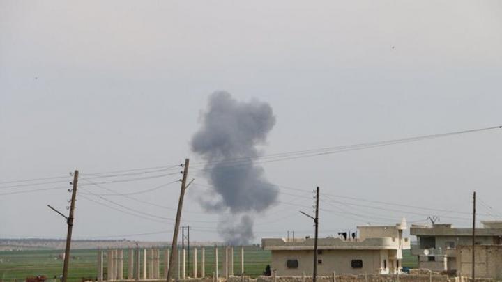 Rebelii sirieni au doborât un avion de luptă în Alep (VIDEO)