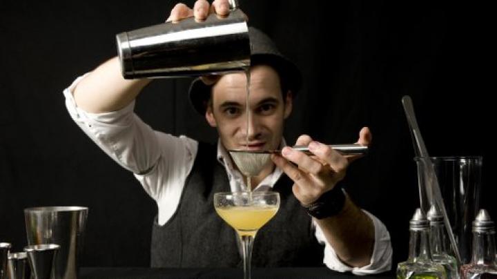 Campionat! Cei mai iscusiţi barmani din ţară s-au întrecut în prepararea cocktailurilor