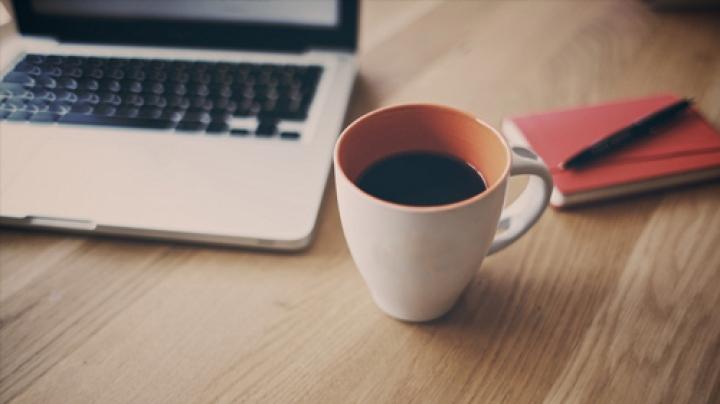 STUDIU: Care e legătura dintre cafea și utilizarea Internetului