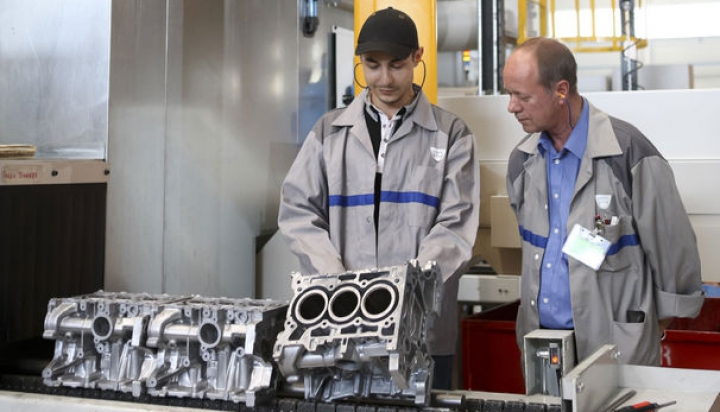 Record intern stabilit de Renault: francezii au produs 3.3 milioane de motoare în 2015