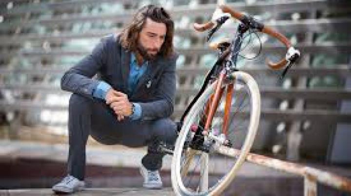 Vittorio Brumotti a mai sfidat o dată moartea! Ciclistul a alunecat cu bicicleta de pe un tobogan (VIDEO)