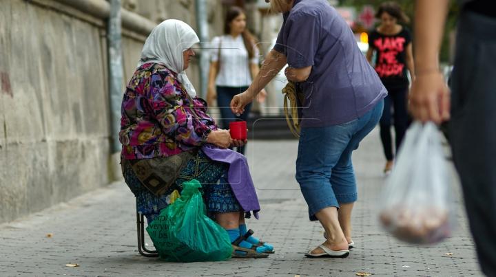 I-a oferit un dolar unui om al străzii. Fapta minunată pe care a facut-o un american