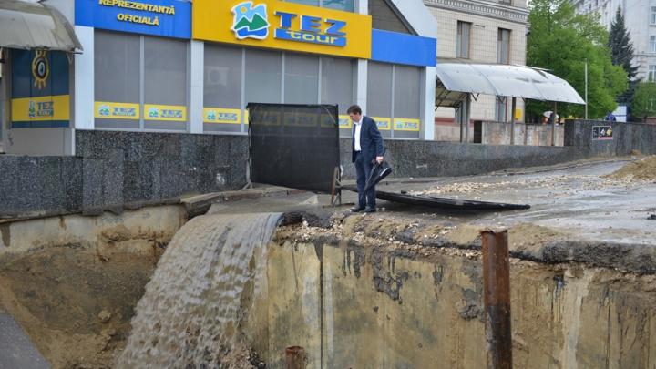 Dorin Chirtoacă a vizitat cascada de pe Bulevardul Constantin Negruzzi. Cum i s-a părut (FOTO)