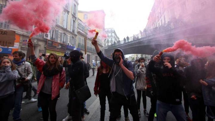 Proteste violente în Franța: Sute de persoane au fost arestate în întreaga țară