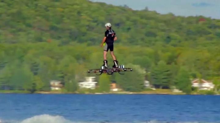 Gadgeturile viitorului! Hoverboard-ul cu care oamenii pot zbura (VIDEO)