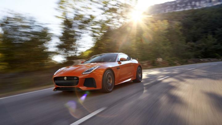 Jaguar F-Type SVR într-un tunel: sunetul scos de bolid ÎŢI FACE PIELE DE GĂINĂ (VIDEO)