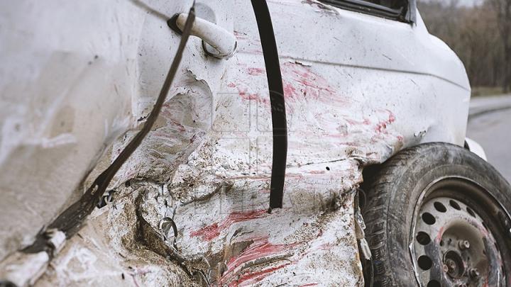 ACCIDENT GRAV în raionul Orhei. Un automobil s-a ciocnit FRONTAL cu un microbuz (FOTO)
