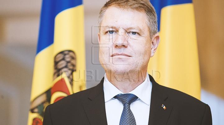 Klaus Iohannis a decorat mai mulţi scriitori şi directori de şcoli din Republica Moldova