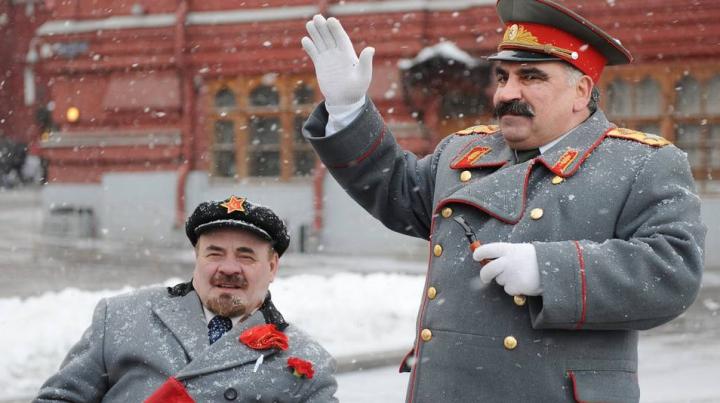 Stalin şi Lenin, prezentaţi în format 3D. Comuniştii folosesc metode moderne de promovare electorală
