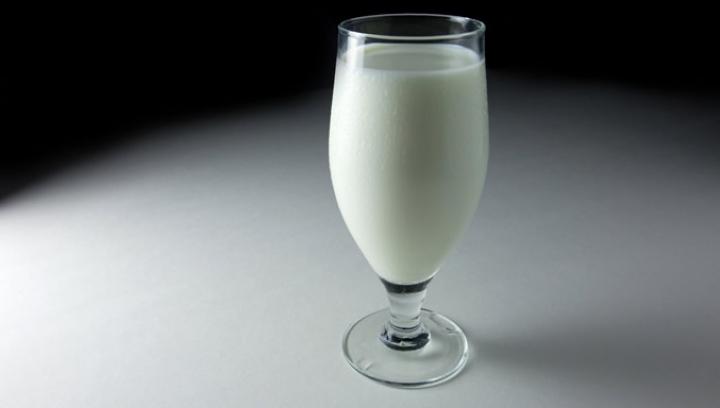 AVERTISMENTUL MEDICILOR! Nu mai bea acest tip de lapte, consumul lui duce la boli grave