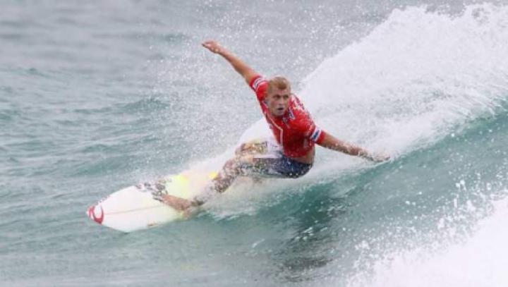 Cele mai spectaculoase căzături din lumea surfingului. Învingătorul va primi 3.000 de dolari