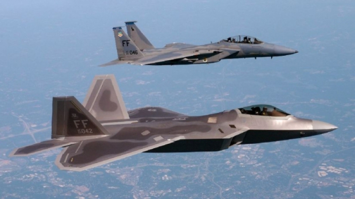 Avioanele americane F-22, care au trecut pe la baza de la Kogălniceanu, au aterizat în Lituania