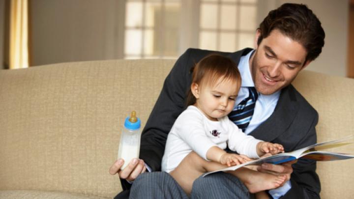 Diferenţa dintre mame şi taţi! Cele mai amuzante poze cu bărbaţi care petrec timp cu copiii lor (FOTO)