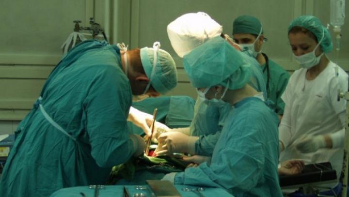 A desenat în timp ce era operată pe creier. Premieră în sistemul sanitar din România!