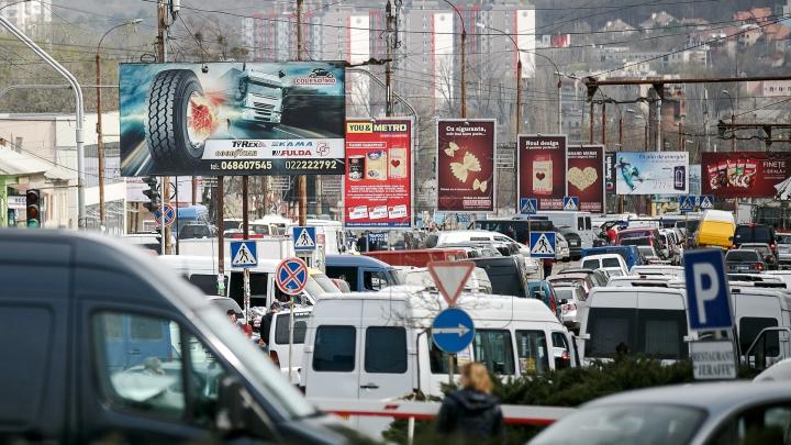 Panourile publicitare din centrul Chișinăului au fost demontate. Ce a rămas în locul lor