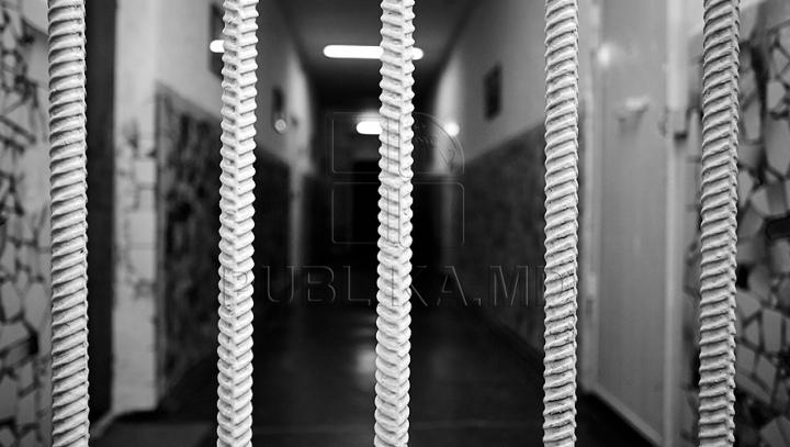 CONTRABANDĂ DE PROPORŢII! Trei bărbaţi riscă ani grei de închisoare pentru ilegalitatea comisă (FOTO)