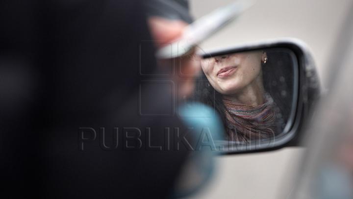 PIETONII S-AU REVOLTAT şi AU SUNAT POLIŢIA! Ce fac două blonde cu BMW în Capitală