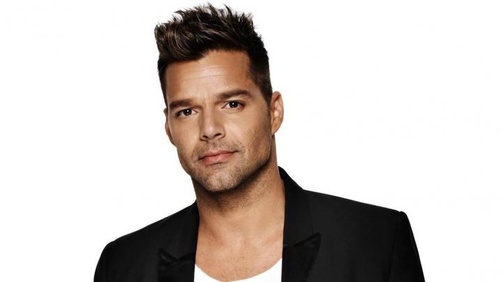 """Ricky Martin şi-a scos sărutul la licitaţie. Cât a plătit o femeie pentru a """"gusta"""" buzele portoricanului"""