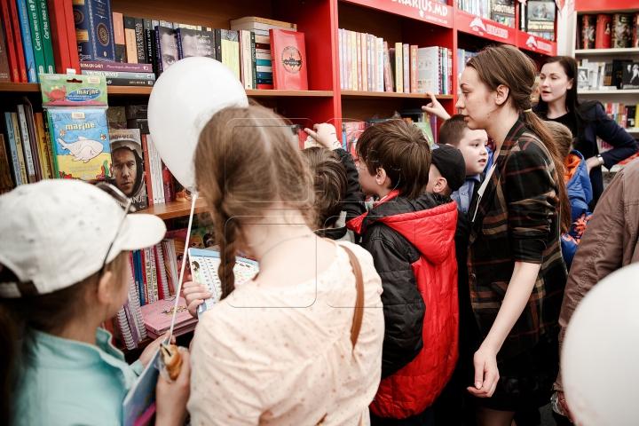 Salonul Internațional de Carte pentru Copii și Tineret şi-a deschis uşile (FOTOREPORT)