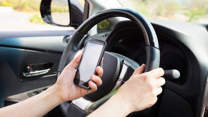 A fost lansată CEA MAI CIUDATĂ campanie contra telefonului la volan (VIDEO)
