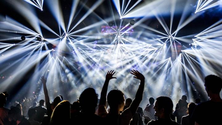 SUMĂ EXORBITANTĂ! Un milion de dolari pentru un bilet la un festival muzical