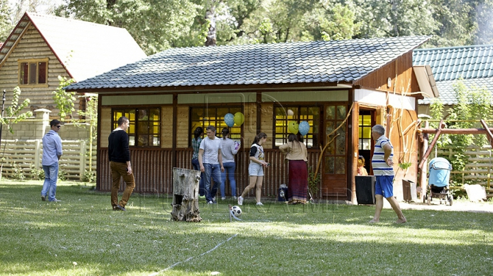 Administratorii pensiunilor de la Vadul lui Vodă PREGĂTESC cabanele pentru un nou sezon estival