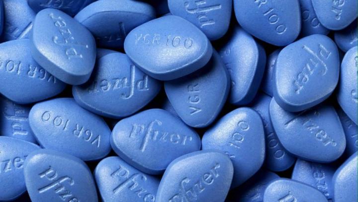 Nu e corect aşa! A distribuit pastile de fericire vârstnicilor şi acum riscă puşcărie (VIDEO)