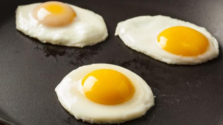 Ai gătit GREȘIT ouăle în tigaie? Învaţă cum trebuie să le prepari ca să fie gustoase