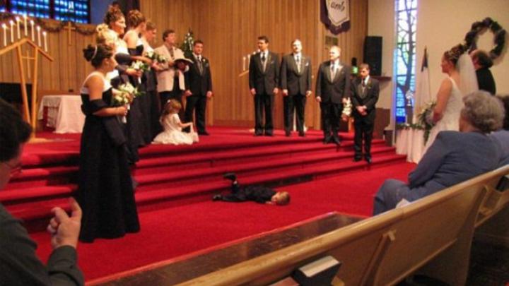 Vei RÂDE CU LACRIMI! Cele mai penibile momente de la nunți, surprinse în poze
