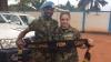 EMOŢIONANT! MOMENTUL în care un militar moldovean, întors acasă, îşi strânge în braţe fiica (FOTO)
