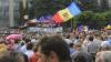 Fruntași ai Partidului DA îndeamnă protestatarii să atace și să scuipe un jurnalist (VIDEO)