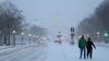 SINGUR împotriva vântului. O furtună de zăpadă s-a abătut asupra estului SUA (VIDEO)