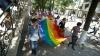 """Imagini din mijlocul altercaţiilor de la marşul LGBT. Preot: """"Să le tai gâtul la toţi"""" (VIDEO)"""