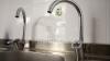 Cum să cureţi uşor şi în mod natural calcarul de pe robinete