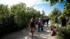 """NO COMMENT: """"Săptămâna modei în cimitir"""". Cum s-au îmbrăcat moldovencele la Paştele Blajinilor (FOTO)"""