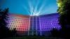 Show de lumini! Clădirea Parlamentului, iluminată în culorile Drapelului de Stat şi a Europei (FOTOREPORT)