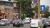 CHERCHELIT şi PUS PE ŞOTII! Un bărbat face regulă într-o intersecţie din Chişinău (VIDEO VIRAL)