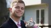 POZE VIRALE! Un tânăr şi-a înlocuit partenera de la balul de absolvire cu o pisică (FOTO)