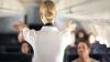Parcă ar fi în filmele XXX. Ce fac stewardesele după ce trag perdeaua şi ajung în cabina piloţilor (FOTO)