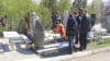 Patru persoane, reţinute într-un cimitir din Capitală. Incredibil ce au îngropat lângă un mormânt