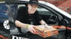 Au snopit în bătăi un curier de pizza. Acum se gândesc, în izolator, de ce au făcut-o (VIDEO)