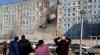 NO COMMENT! Un om a murit, iar trei au fost răniți, în urma prăbușirii scării unui bloc (VIDEO)