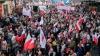 Sute de mii de oameni au protestat la Varşovia, denunţând politicile europene ale guvernului polonez