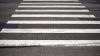 GROAZNIC! O fetiţă, la un pas de a fi lovită de o maşină pe o trecere de pietoni din Capitală (VIDEO)